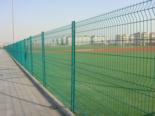 Hàng rào được làm bằng lưới thép hàn