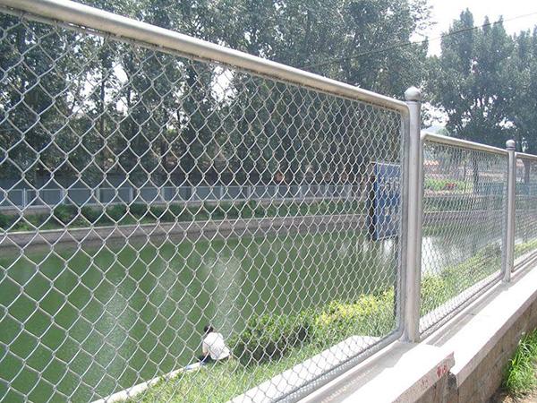 Lưới B40 mạ kẽm hàng rào đẹp